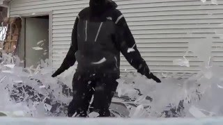 Что будет, если прыгнуть на замерзший батут!
