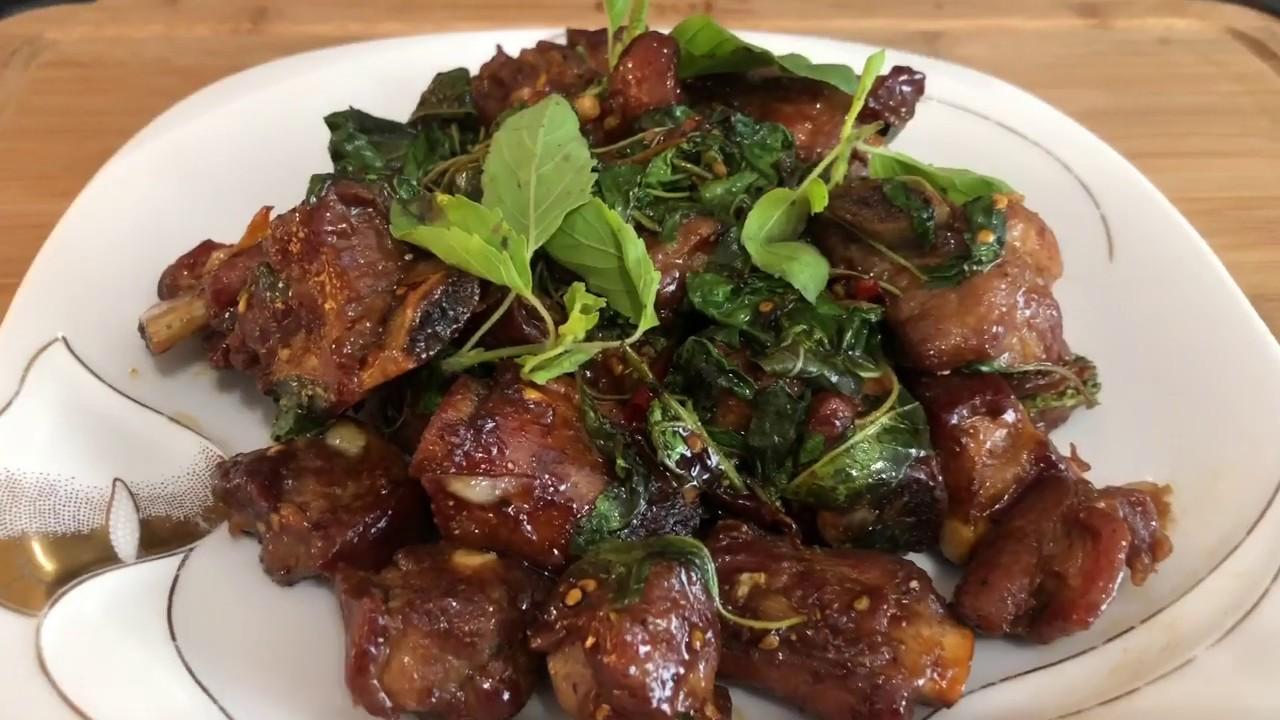What To Eat |  ซี่โครงหมูผัดกะเพรา | Pork Rips With Holy Basil Stir-fry