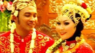 Video BAJU PENGANTIN JAWA JILBAB - Javanese Wedding Costume - Kostum & Make Up Pengantin Jawa [HD] download MP3, 3GP, MP4, WEBM, AVI, FLV November 2018