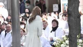 2012/12/24 宝塚雪組東京公演千秋楽 舞羽美海さんの入り待ちです。