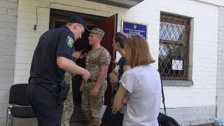 «Сняли в Нацгвардию»: как в Харькове парней забирают с улицы в военкоматы