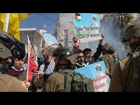 شاهد: مواجهات بين فلسطينين وقوات الأمن الإسرائيلي خلال مظاهرة بالضفة الغربية…  - نشر قبل 2 ساعة