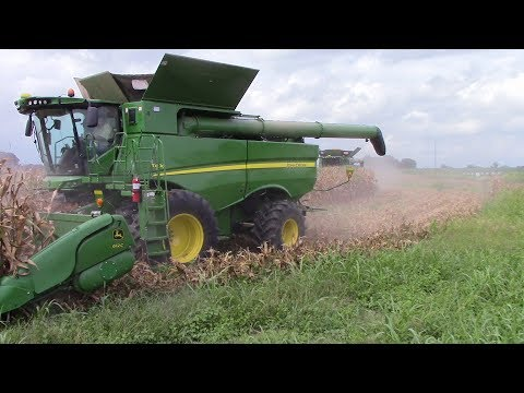 2,800 Acre Corn Field Harvested by 5 John Deere S690 Combine