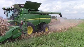 Video 2,800 Acre Corn Field Harvested by 5 John Deere S690 Combines download MP3, 3GP, MP4, WEBM, AVI, FLV November 2017