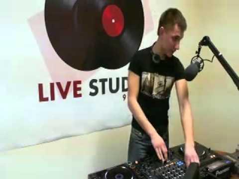 Livestudio 98 3fm@Rey AbsentBroadcasting LIVE on Justin tv 28 11 13
