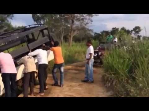 Safari jeep towing @ Habarana Eco Park / Sri Lanka