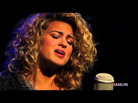Tori Kelly Performs