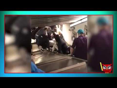 ROMA -  cede scala mobile nel metrò: il momento dell'incidente