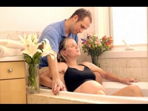 Manfaat dan Persyaratan Melahirkan di Dalam Air (Water Birth)