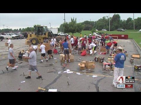Students clean up Lee's Summit storm debris