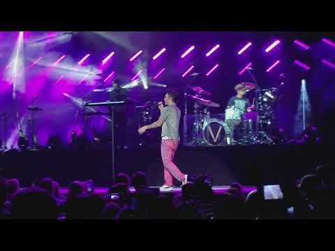 Maroon 5 live at Las Vegas - Don't wanna...