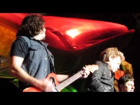 Bon Jovi - AC/DC's You Shook Me All Night Long Live Sydney 2013