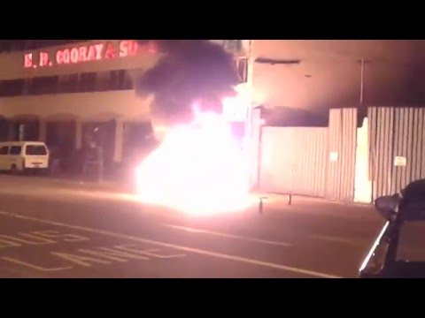 BENZ C180-C200 Burnt infront of Pilawoos 2016/02/24