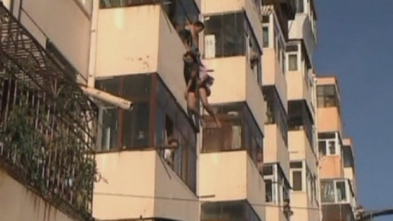 from Leon nude chinese girls on balcony