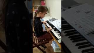 Урок фортепиано в детском саду «Остров сокровищ»