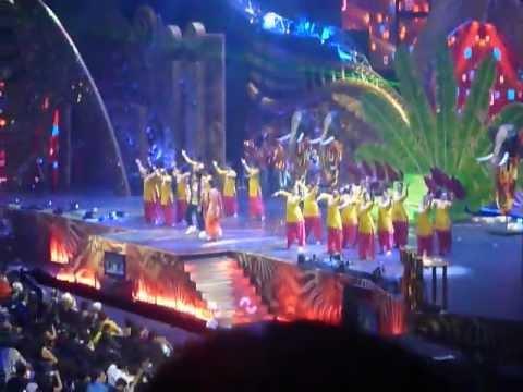 IIFA 2012 (Singapore) Shahid/Priyanka Performance (Humse Pyaar Kar Le Tu : Teri Meri Kahaani)