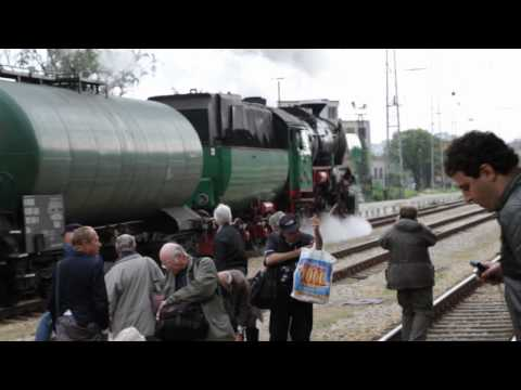 Bulgarian State Railways Class 16.01 locomotive shunting at Ruse Station; May 04, 2011