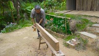 阿木爷爷做了一张长板凳,这是所有老木匠干活都喜欢的板凳
