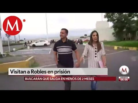 Mariana Moguel, hiija de Rosario Robles la visita en penal de Santa Martha