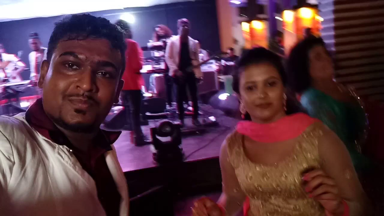 Download Suresh Malsha wedding party time