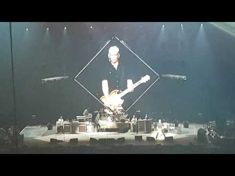 Foo Fighters - Blitzkrieg Bop (Ramones cover with Pat intro; Concrete and Gold Tour,  Vancouver)