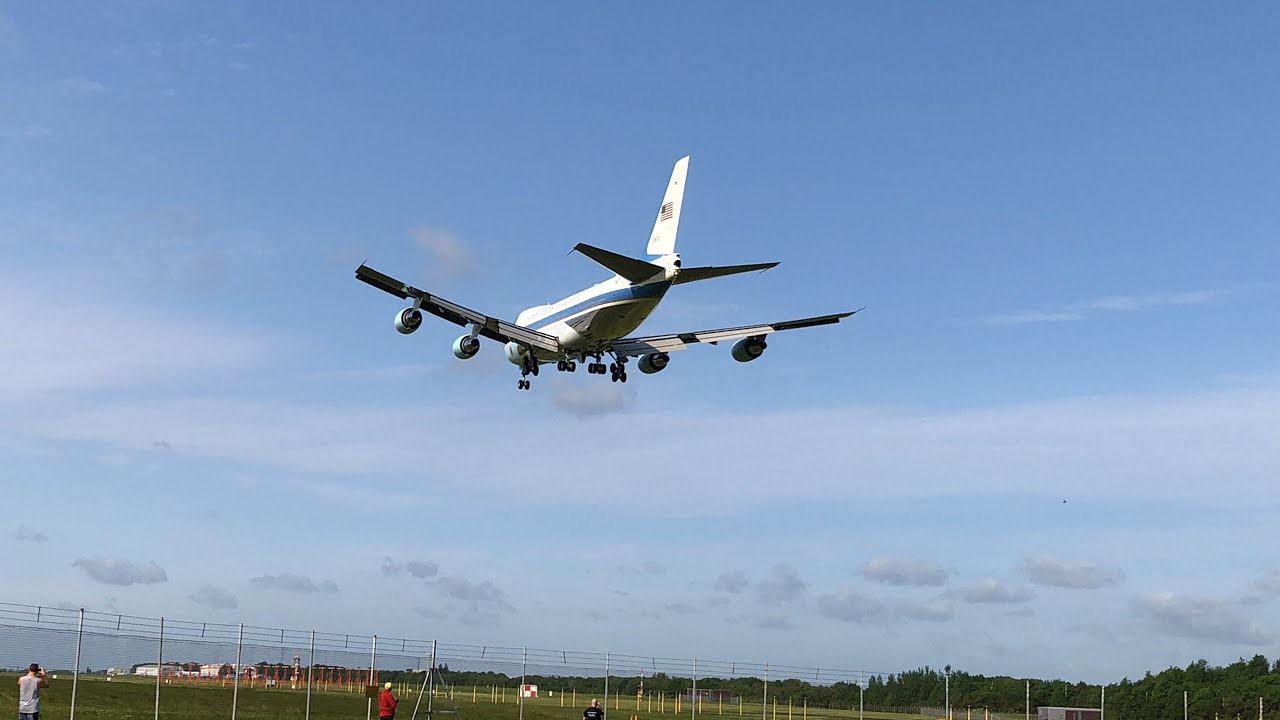 Download The closest anybody will ever get to Airforce 1 landing INSANE!!!!