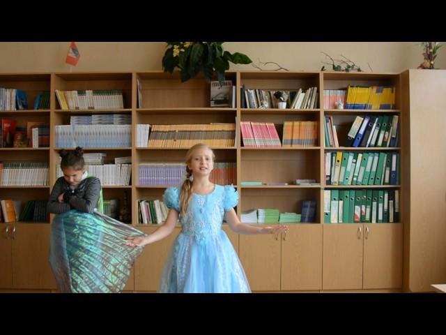 Изображение предпросмотра прочтения – «Гимназия № 7» читают произведение «Стрекоза и Муравей» И.А.Крылова