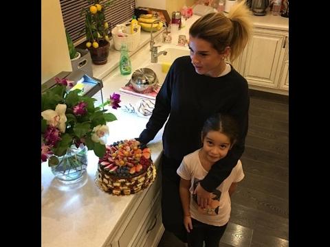 Ксения Бородина с дочкой с праздника