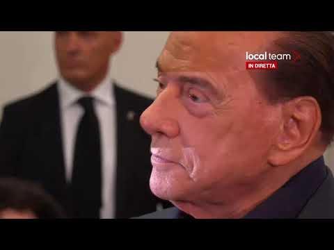 LIVE Milano, Berlusconi al seggio elettorale