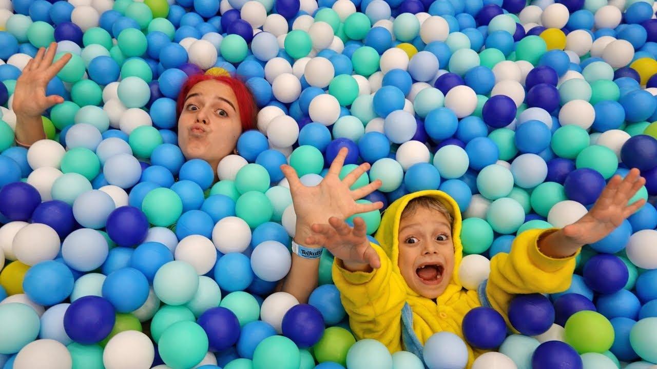Марк шутит и играет с сестрой в загадочный лабиринт Funny story for kids