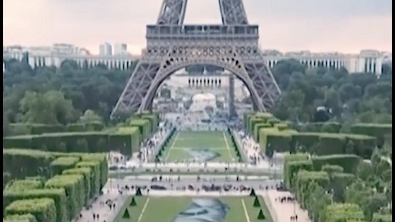 Nghệ sĩ Pháp vẽ tranh khổng lồ ủng hộ di dân (VOA)