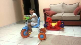 طفل ضحكته تجنن فرحان اول مره يسوق دراجه Youtube