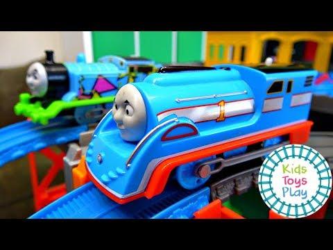 Thomas the Tank Engine Mystery Wheel Downhill Trackmaster Races