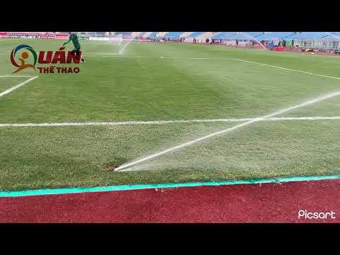 SVĐ Mỹ Đình bất ngờ phun nước tưới mặt cỏ trong lúc ĐT Australia tập luyện