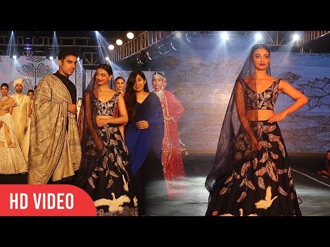 Radhika Apte Walks The Ramp At The Wedding Juction Show 2018