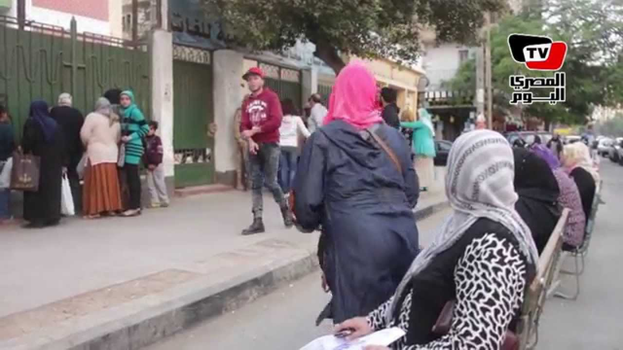 المصري اليوم: الإنتخابات البرلمانية| سيدات ينتظرن فتح اللجان بالسيدة زينب بعد فترة الراحة
