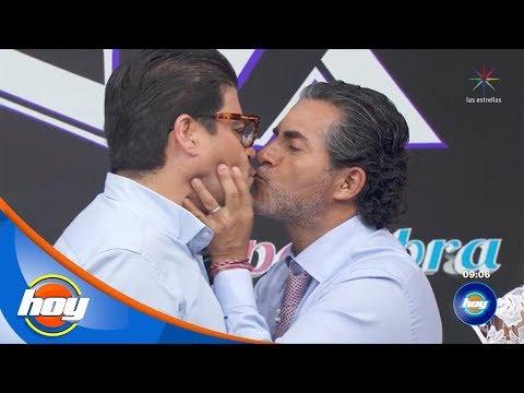 """""""El Burro"""" Van Rankin y Raúl Araiza hablan del beso que se dieron durante el programa   Hoy"""