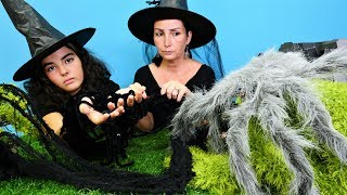 Cadılar Özge ve Mina örümcek sahipleniyor! Çocuk videosu