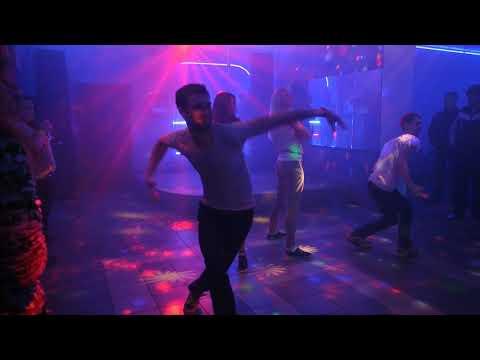 Смотреть клип Диско бар Элис 21.03.15. Выступление дэнс группы ЖыТо .Видео -2 онлайн бесплатно в качестве