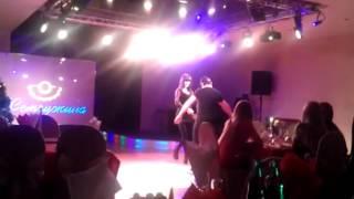 """Осетинка и Осетин танцуют лезгинку.Ресторан """"Жемчужина"""". 2013 год."""