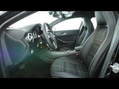 """Mercedes-Benz A 180 7G-DCT Urban Xenon / AHK / Navi / PTS /17"""" R-CD"""