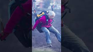 Grandma lives her dream to fly| CCTV English