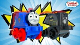 Diesel als Batman rettet Thomas als Superman ! | DC Super Friends™ - MINIS Mash-Ups! | Thomas & Seine Freunde