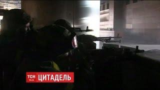 """Непідконтрольні та безстрашні: як """"Правий сектор"""" тримав оборону Донецького аеропорту"""