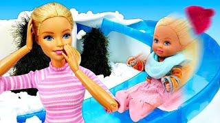 Зачем нужна шапка зимой? Штеффи заболела - Игры Барби. Видео для девочек