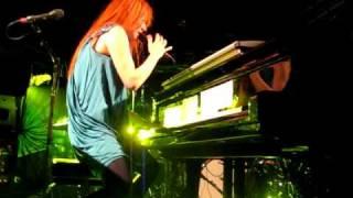 Tori Amos - 2009-09-18 - Luxemburg - Take to the Sky / I feel the Earth move