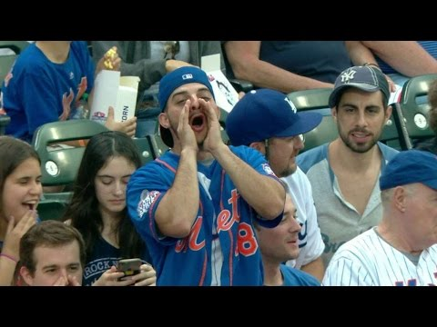LAD@NYM: Mets fans greet Utley with loud booing