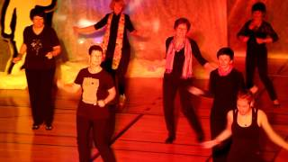 Plesni_klub_Idrija_Časovni_stroj_2015_Line dance, skupinski