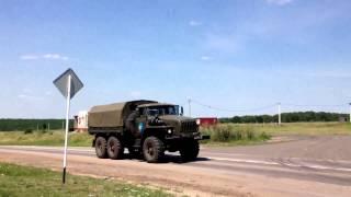 Миротворческие силы проходят через г. Валуйки (Белгородской области)(На видео представлена военная техника (миротворческие силы), которая двигается к границе с Украиной., 2014-07-11T16:16:44.000Z)