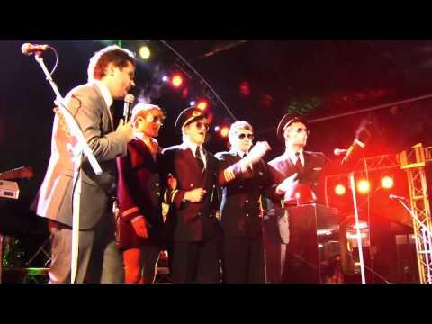 McFly Lights Up Heathrow
